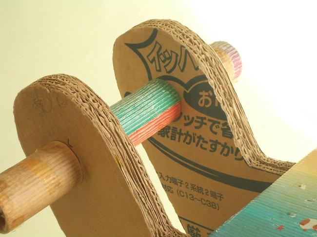 ダンボールの木馬2