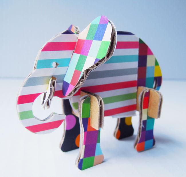 カラフル折り紙のゾウ