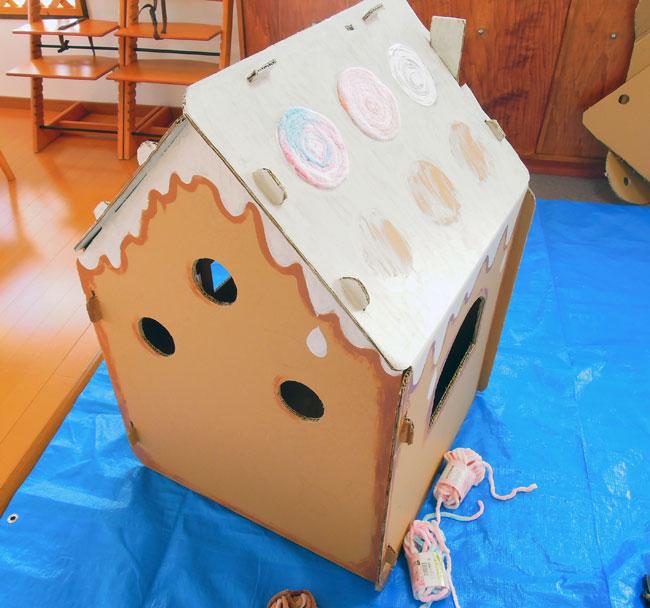 ダンボールハウスお菓子の家