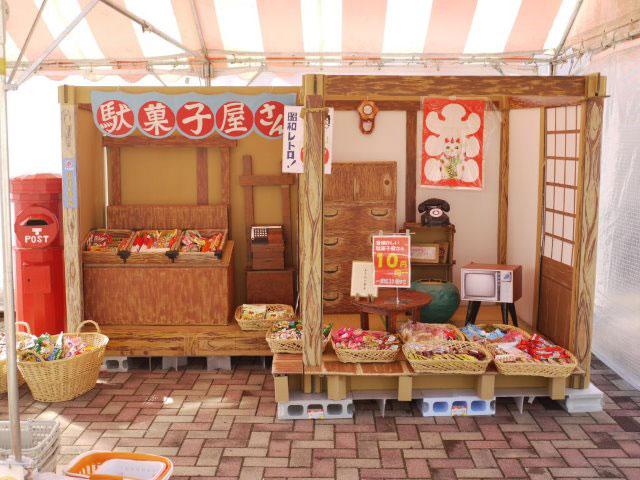ダンボールの駄菓子屋