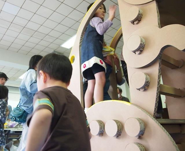 恐竜の滑り台
