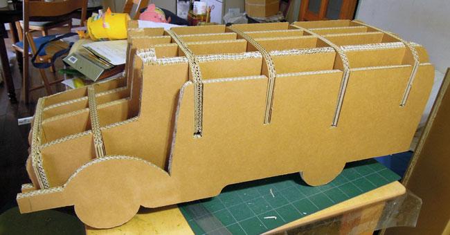 ダンボールのボンネットバス制作過程