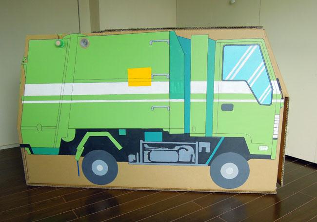 ダンボールのゴミ収集車